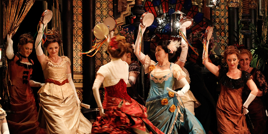 Dancing (La Traviata)