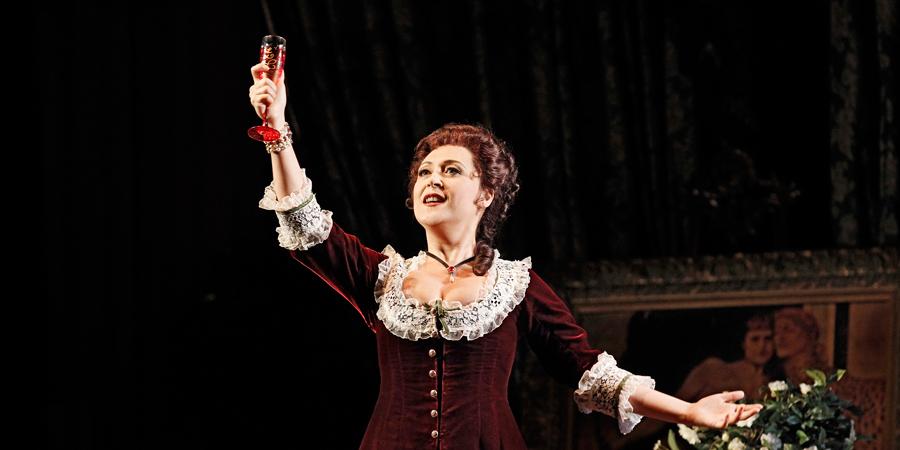 Raise a glass (La Traviata)